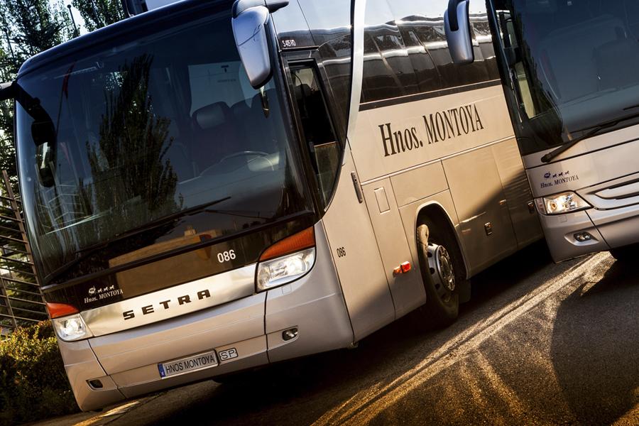 Hnos. Montoya refuerza el alquiler de autobuses para agencias de viajes.