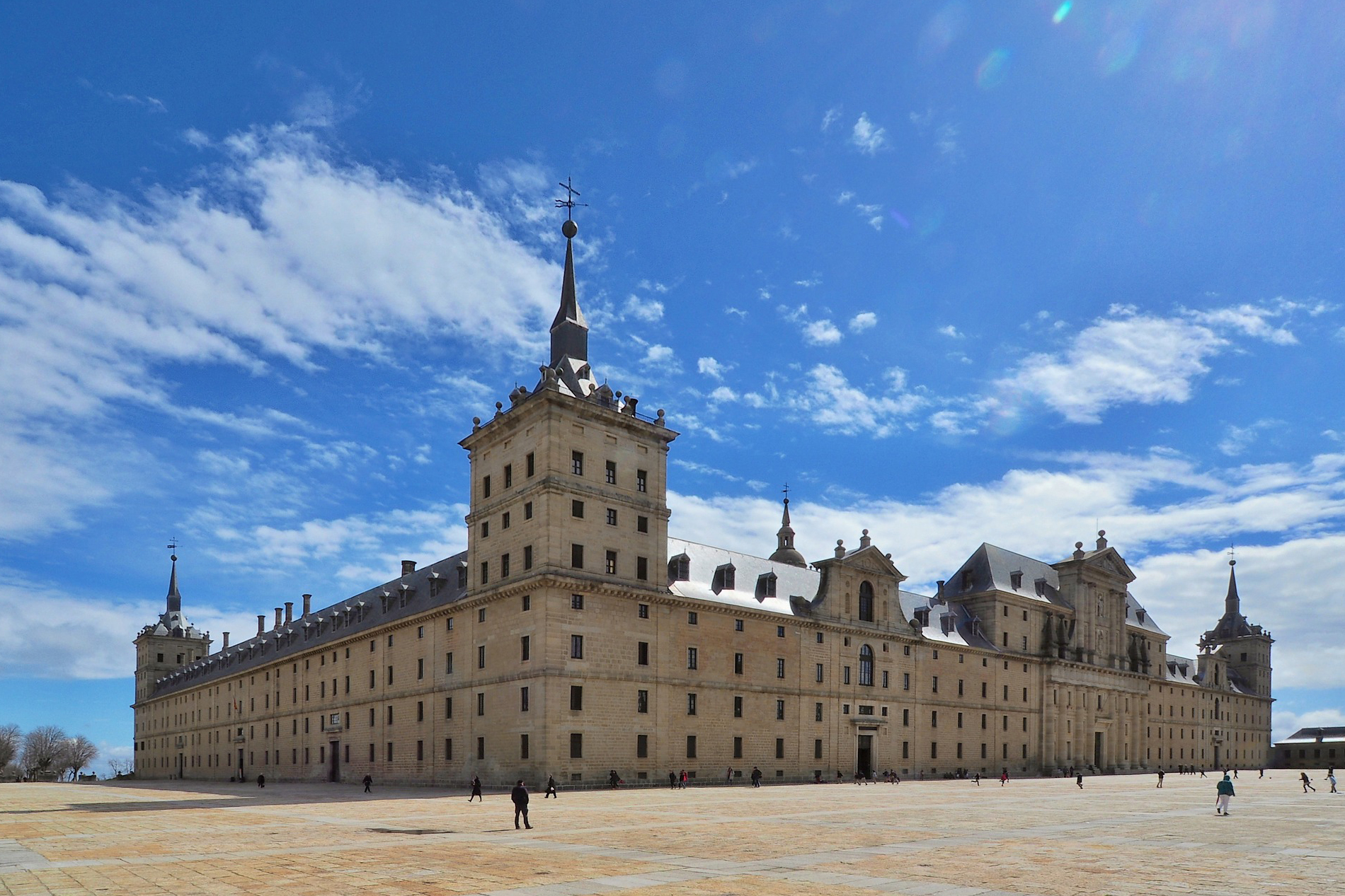 9 curiosities about San Lorenzo del Escorial: discover them!